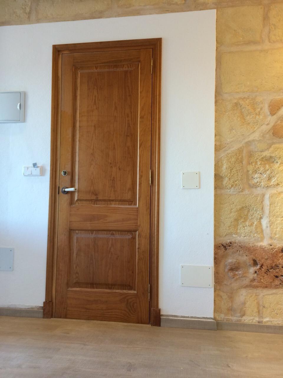 Trabajos cuines pons for Precio puertas interior madera maciza